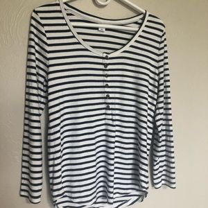 3/$10 Old Navy thermal top size large